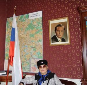 Губернатор Александр Карлин наградил актрису Лидию Шукшину