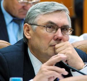 Губернатор Александр Карлин поздравил Александра Лазарева с высокой наградой