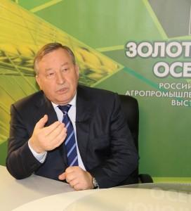 Выставка «Золотая осень 2014»: Губернатор края дал интервью программе «Агро – ТВ» и посетил экспозиции алтайских моторостроителей