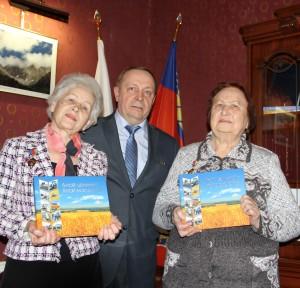 Первоцелинницам Нэлли Носовой и Галине Овсянниковой вручены в Москве памятные медали