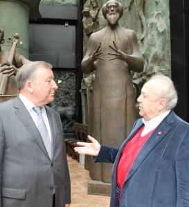 Губернатор Алтайского края Александр Карлин встретился в Москве с выдающимся российским художником и скульптором Зурабом Церетели