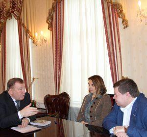 Губернатор Александр Карлин встретился с дочерью Роберта Рождественского Екатериной