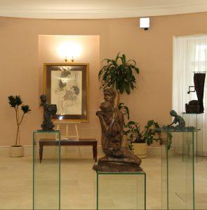 В Московской городской Думе открылась выставка художника Олега Закоморного