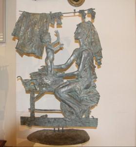Скульптурные композиции Олега Закоморного на выставке в Москве