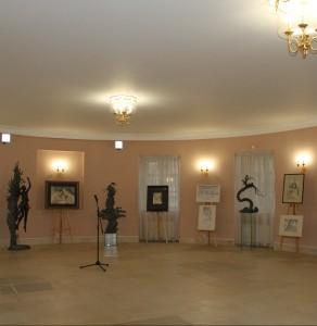 Графические и скульптурные работы Олега Закоморного на выставке в Московской городской думе